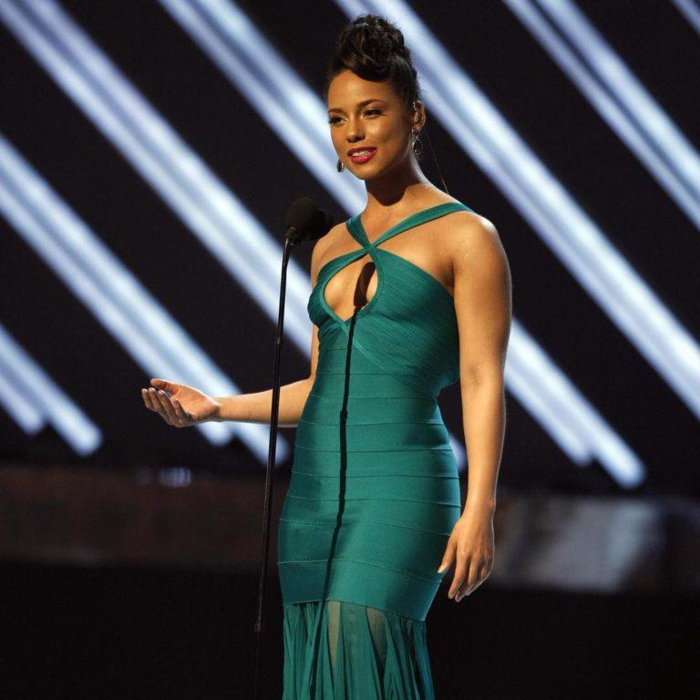 Alicia Keys hot