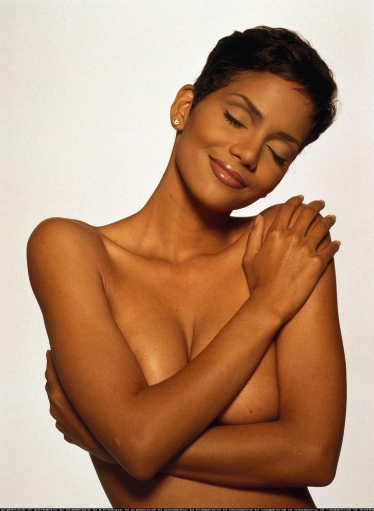 Halle Berry hot boobs